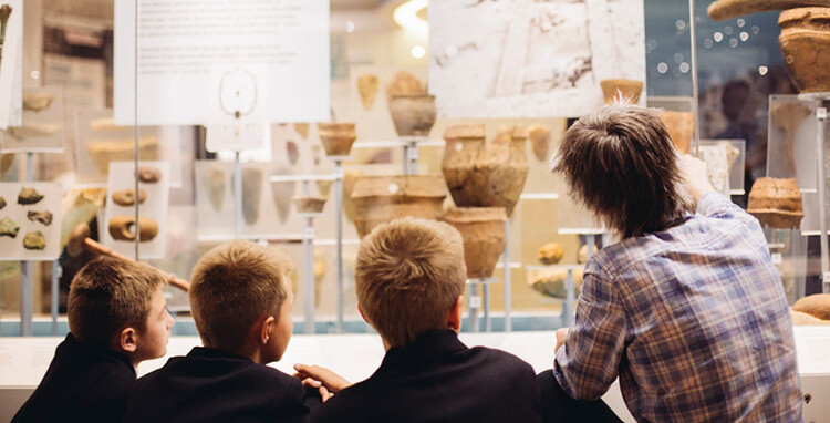children-at-a-museum